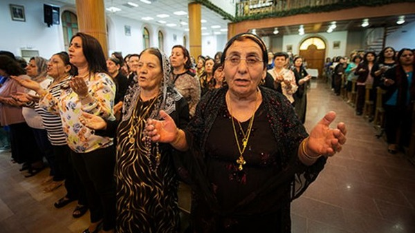 Il card. Nichols tra i cristiani iracheni profughi a Erbil