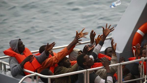 Barconi di migranti, quasi mille in salvo