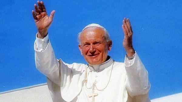 Messa in S. Pietro per Papa Wojtyla. Dziwisz: ci accompagna dal cielo