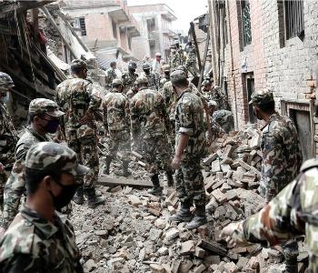 Sisma in Nepal, si temono 10.000 morti Rintracciati 18 italiani, ancora 40 dispersi