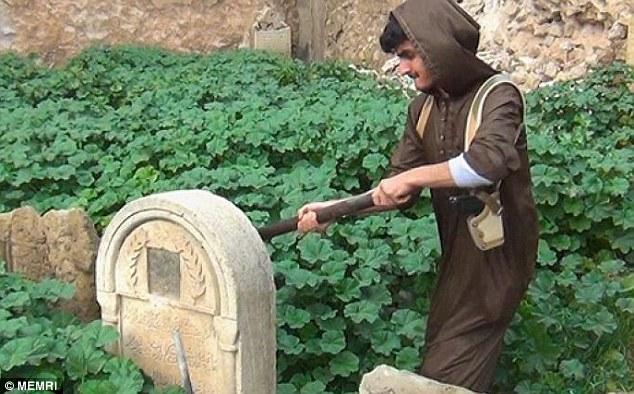 Isis distrugge tombe cristiane a Mosul: nuova barbarie dei jihadisti