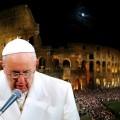 Via Crucis al Colosseo. Papa Francesco: cristiani crocifissi sotto i nostri occhi