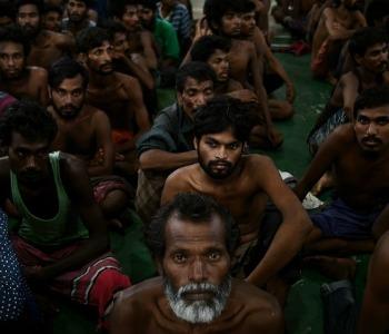 VIDEO / Il barcone dei disperati d'Asia (non solo in Europa...)