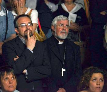 Mons. Bregantini davanti alla Sindone per i giovani senza lavoro