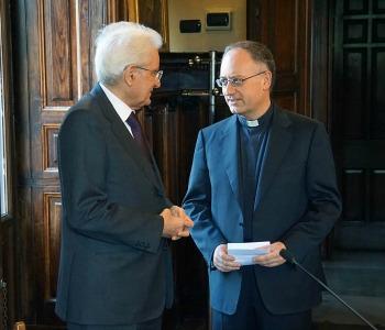 Mattarella in visita a Civiltà Cattolica richiama l'importanza del dialogo