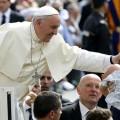 Papa Francesco: amore, tenerezza e pazienza per non auto esiliarci dall'educazione dei nostri figli