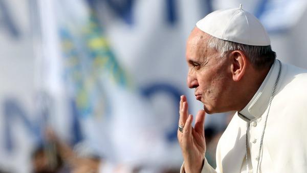 Papa Francesco: La gente mi fa bene. Non vedo la TV dal 1990, ma vorrei andare in una pizzeria...