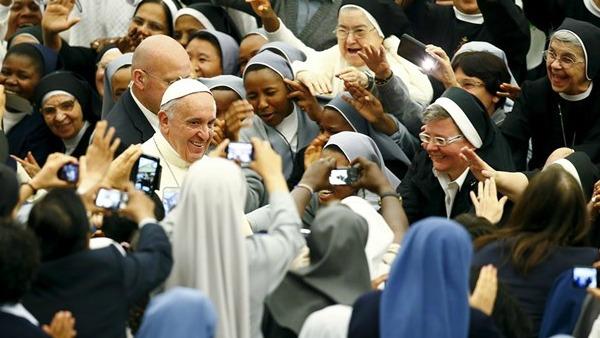 Papa Francesco ai religiosi: siate gioia e dono di Dio nel mondo