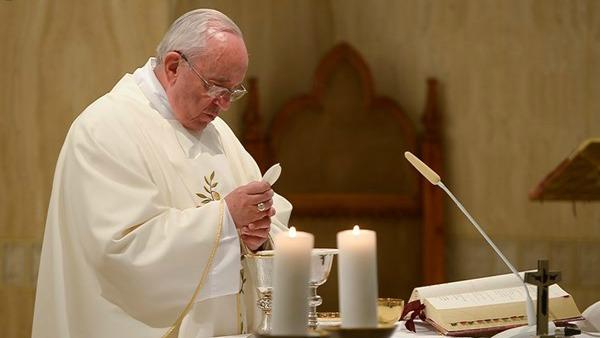 Papa Francesco: grazia e lotta dei cristiani, essere una cosa sola