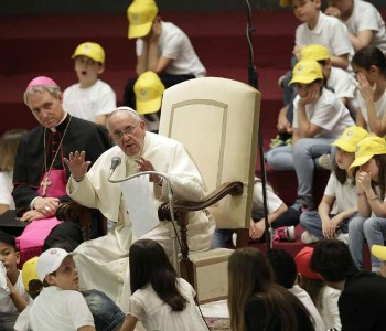 Papa Francesco a 7000 ragazzi della Fabbrica della pace: Dove non c'è la giustizia, non c'è la pace!