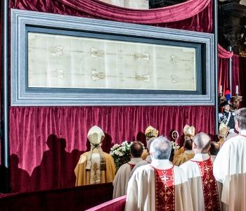 La preghiera del Papa: «Fa' o Signore che io sia la tua sindone»