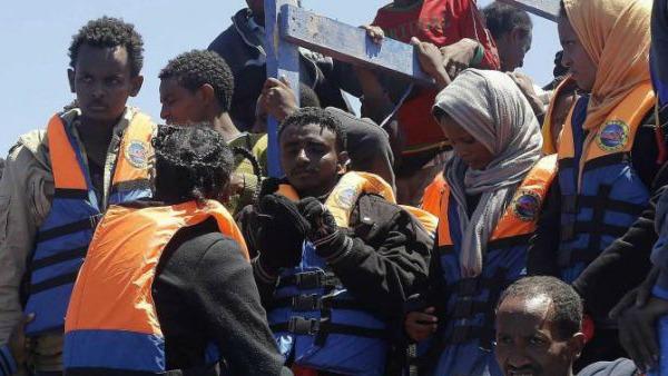 Migranti, recuperati 10 corpi in mare