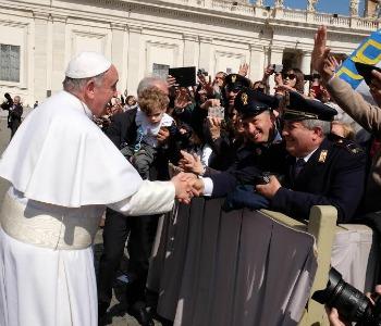 Papa Francesco alla Polizia: difendere deboli, contrastare violenti e corrotti