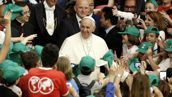 I bambini dell'Unitalsi invitano il Papa a Lourdes