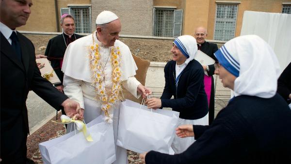 , la gente ed il Vangelo: così Papa Francesco, nel messaggio per l'89.ma Giornata missionaria mondiale, che ricorrerà domenica 18 ottobre.