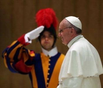 Papa Francesco alle Guardie Svizzere: siete un ''manifesto'' della Santa Sede