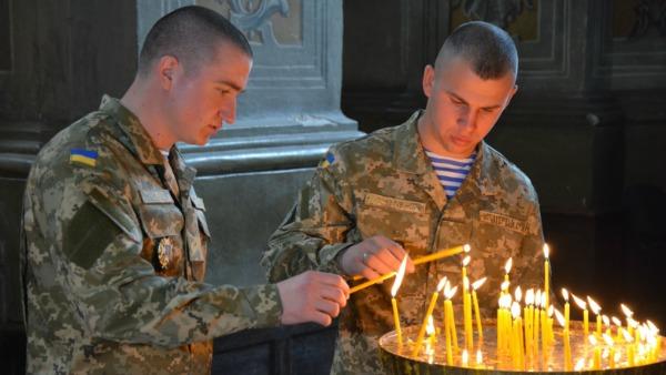 I soldati ucraini a Lourdes per chiedere la pace