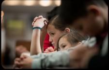 Cari genitori, per carità, non rubate ai vostri figli il dono della Santa Messa!