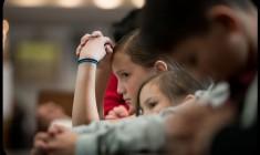 Come i genitori stanno rubando ai figli il dono della Messa