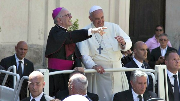 Mons. Galantino: no a gender, uniti nel difendere la famiglia