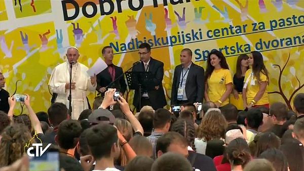 Papa Francesco ai giovani di Sarajevo: non costruite muri ma ponti