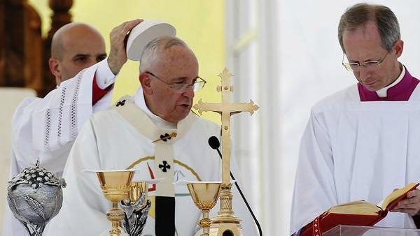 Papa Francesco a Sarajevo: si leva ancora una volta da questa città il grido: mai più la guerra!