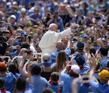 Papa Francesco incontra oltre 80 mila Scout: Costruite ponti!