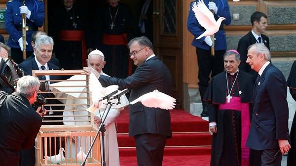 Il Papa a Sarajevo, padre Spadaro: luogo ferito in cerca d'armonia