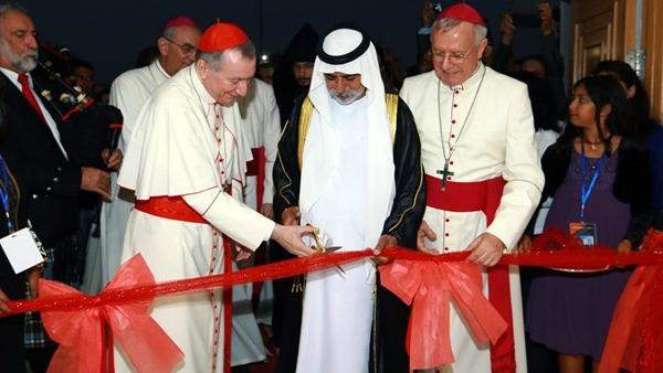 Una nuova chiesa cattolica dedicata a San Paolo è stata inaugurata oggi a Mussaffah, negli Emirati Arabi, alla presenza del cardinale Pietro Parolin, segretario di Stato vaticano.