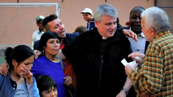 I poveri davanti alla Sindone grazie a Papa Francesco