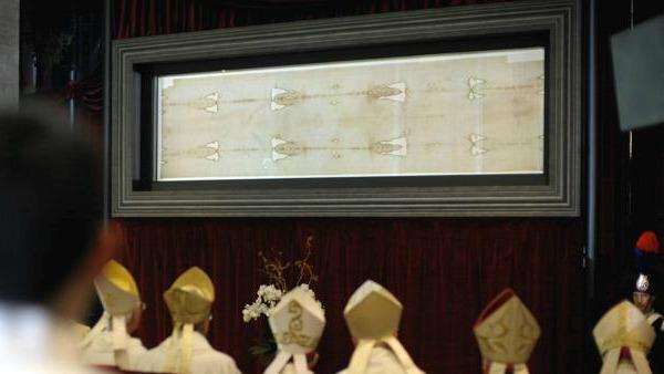 Sindone, il regalo del Papa ai senzatetto