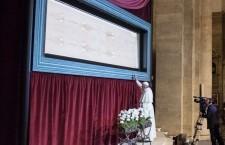 Silenzio che parla…. Papa Francesco davanti alla Sindone