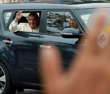 La lotteria della carità: si vince l'auto di Papa Francesco