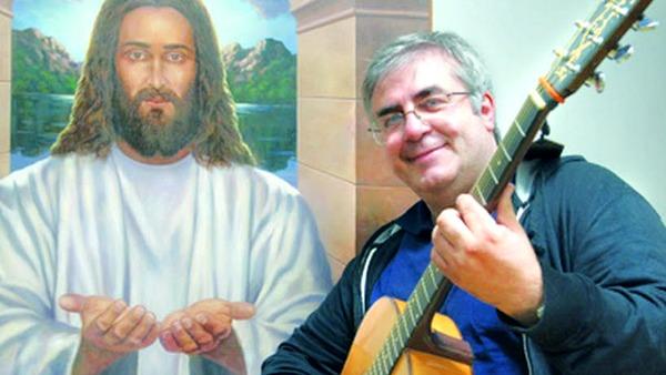 Il prete che predica con la chitarra