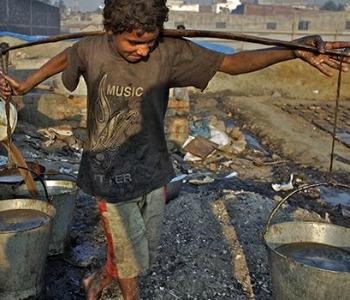 Giornata Mondiale sul lavoro minorile: 168 milioni di piccoli operai, minatori o domestici