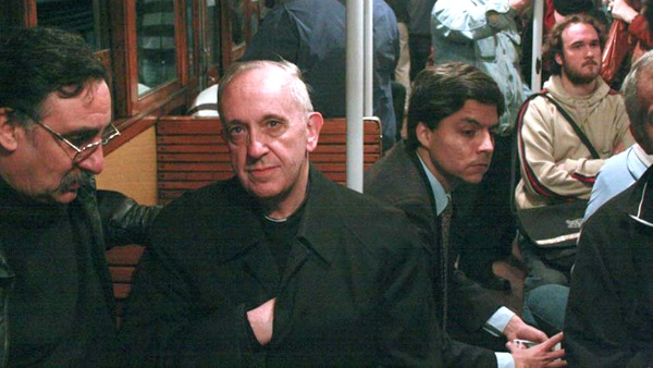 Papa Francesco in metropolitana