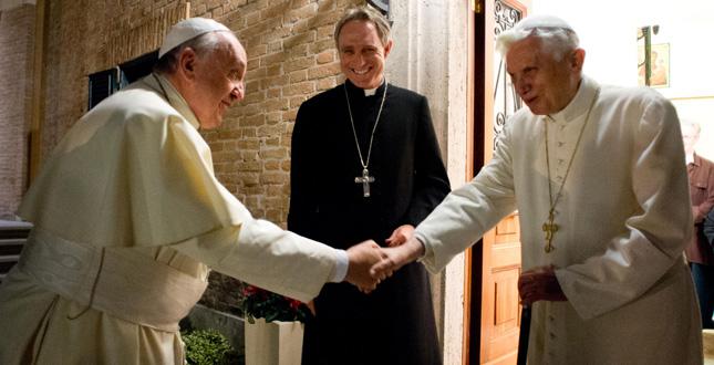 Francesco saluta Benedetto. Papa emerito per 2 settimane a Castel Gandolfo