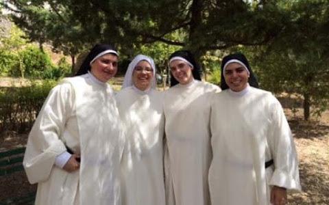Monache claustrali evangelizzano con Whatsapp