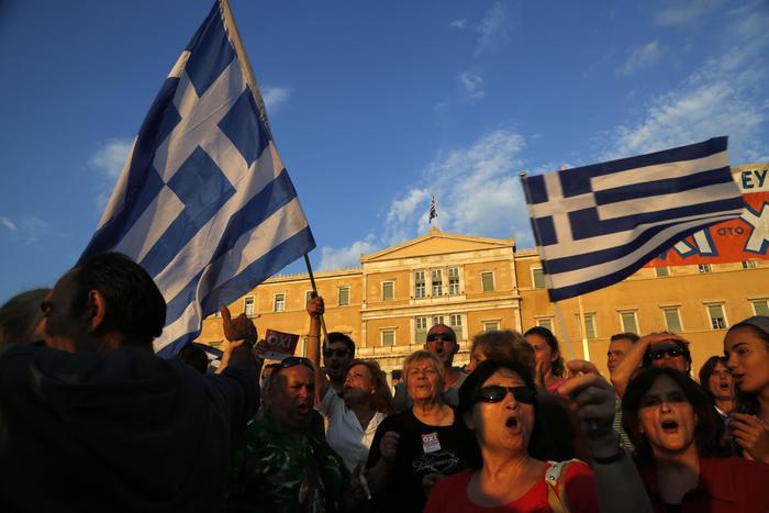 Papa: sono vicino al popolo greco, si salvi la sua dignità