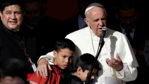 Papa nell'ospedale pediatrico Niños de Acosta Ñú: I bambini prediletti da Gesù