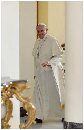 Mons. Karcher: vi racconto l'estate di Francesco tra preghiera, amici e lavoro
