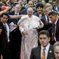 P. Lombardi: il Papa affronta i problemi della società globalizzata