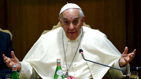 Dopo la pausa di luglio, iniziata quest'anno solo il 12, dopo il riuscitissimo ma faticoso viaggio in Ecuador, Bolivia e Paraguay, Papa Francesco riprende questa settimana le udienze. E in calendario ce ne sono già tre