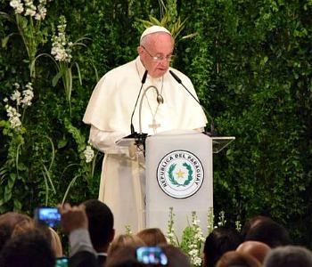 Il Papa alle autorità del Paraguay: politica dia priorità ai poveri