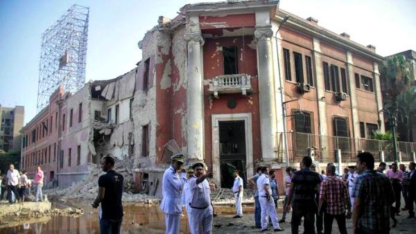 Egitto: al Cairo autobomba esplode davanti a consolato italiano