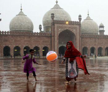 Pakistan. Conversioni forzate all'islam di ragazze cristiane e indù