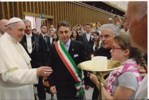fiaccola-della-speranza-papa-300x201