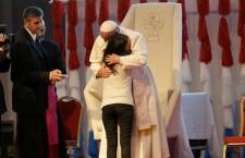 La festa con i giovani. Il Papa: chiedete a Gesù un cuore libero