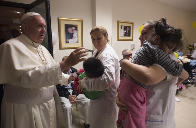 «Gesù Eucarestia, il suo Vicario, e questo povero peccatore». Padre Trento racconta l'incontro con Papa Francesco