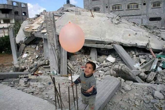 Gaza a un anno da fine guerra. Il parroco: aspettiamo miracolo tra le macerie